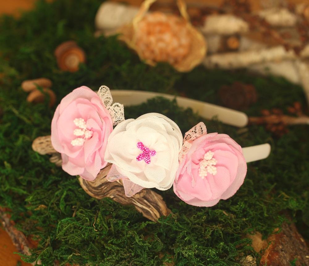 Диадема с подвижни цветя