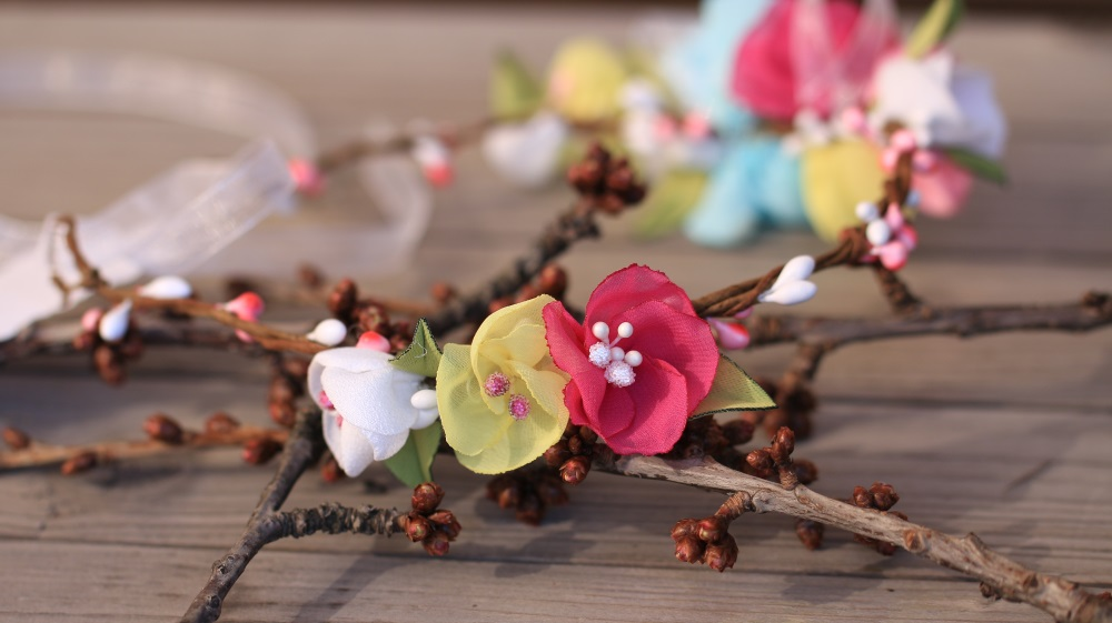 Венче за глава в пролетни цветове