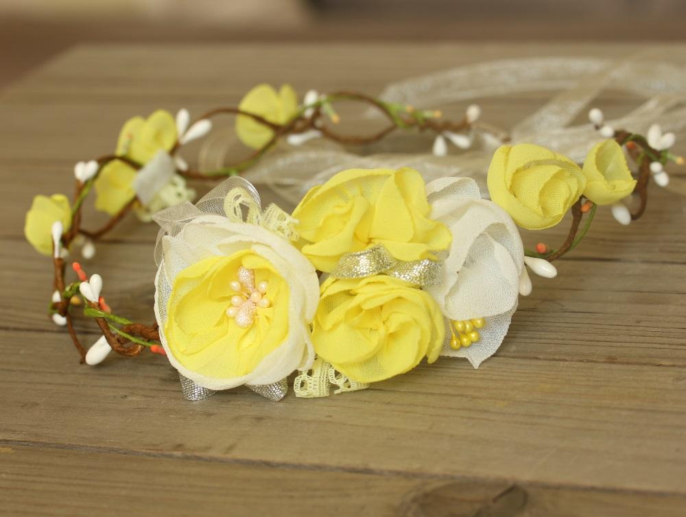 Венец с жълти цветя