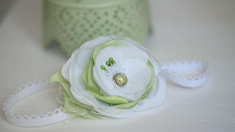 Еластична лента за бебе, бледо зелено