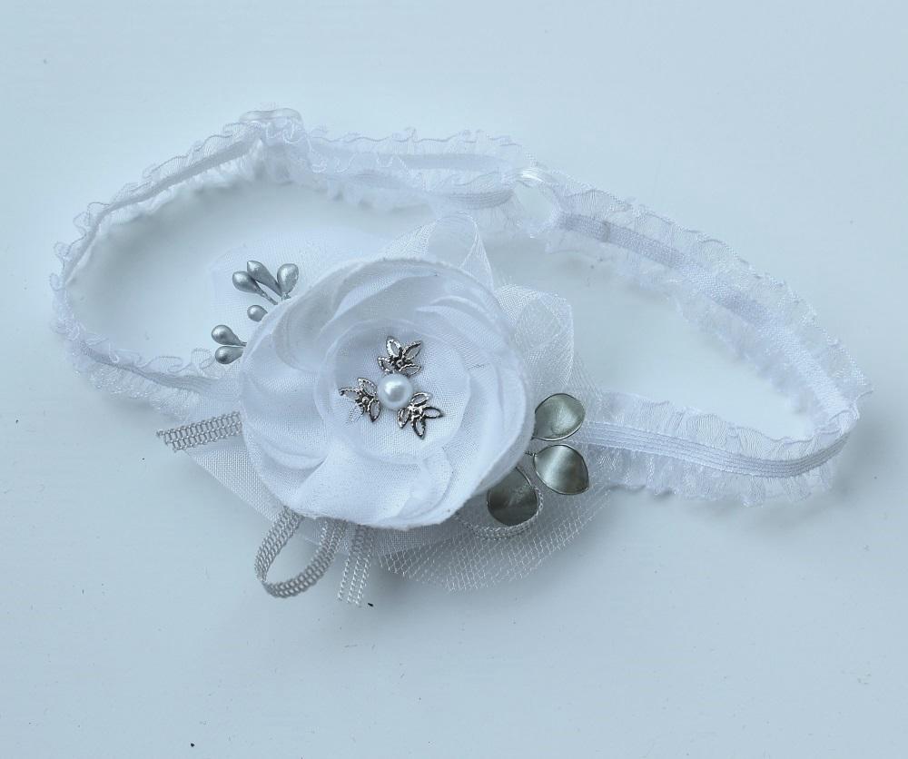 Бяла лента със сребърни листенца