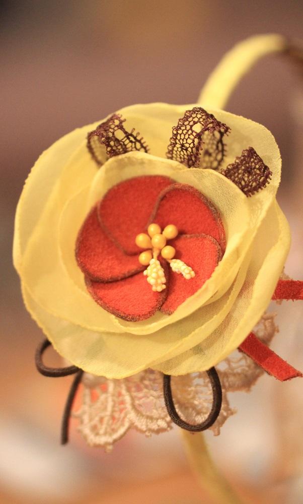Облечена диадема в жълто и оранжево