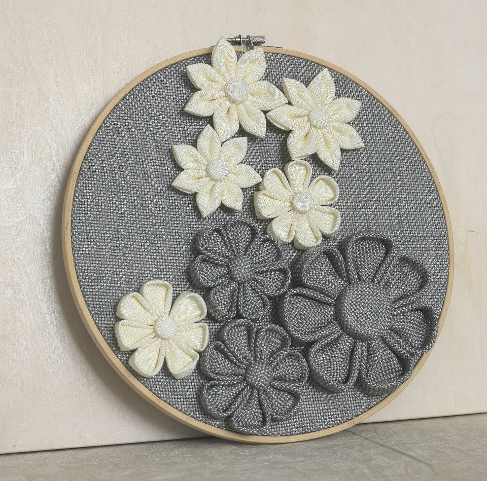 Пано за стена с цветя сиво