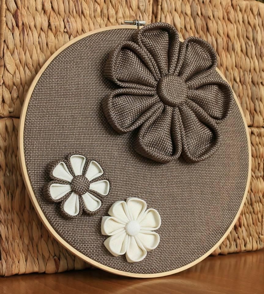 Пано за стена с цветя кафяво
