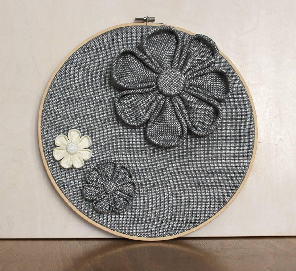 Пано за стена с сиви цветя