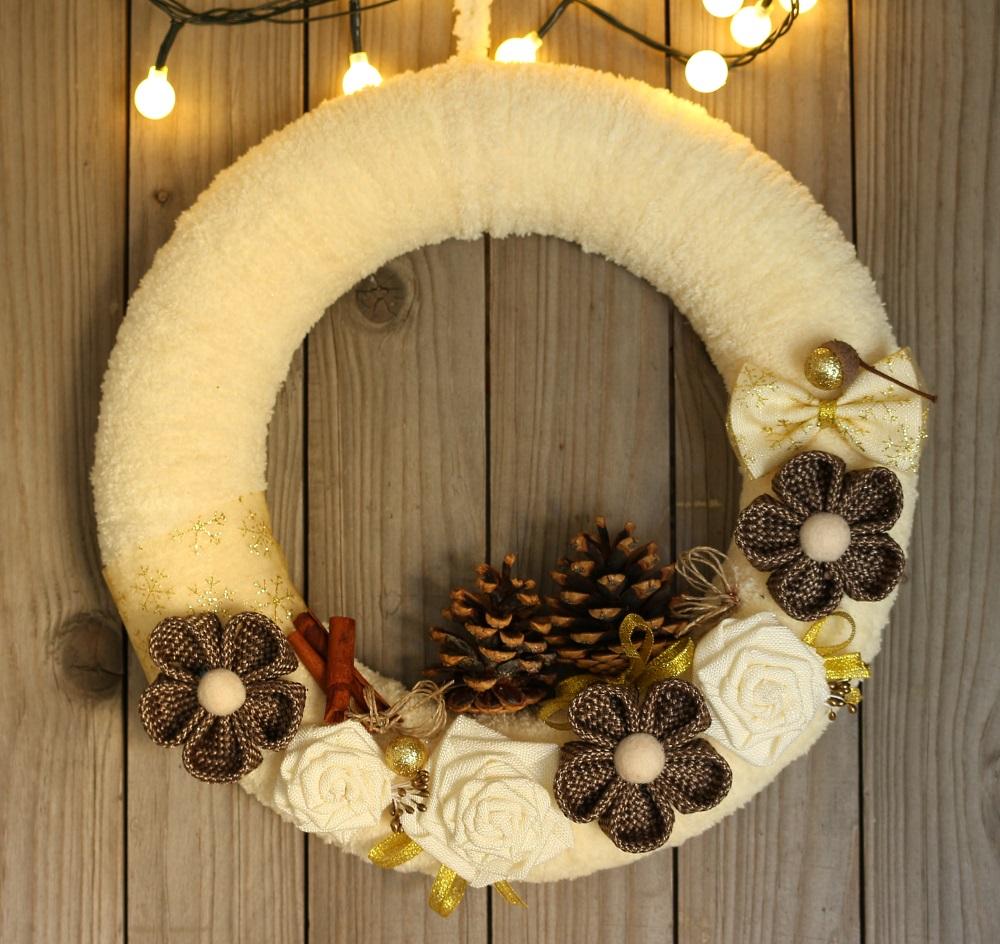 Коледен венец за врата кафяво и златно